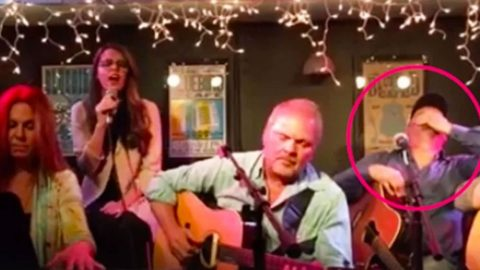 Garth Brooks Driven Speechless After Girl Belts Out His Song Right Beside Him   Country Music Videos