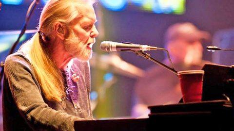 Gregg Allman's Rep Responds To Hospice Rumors | Country Music Videos