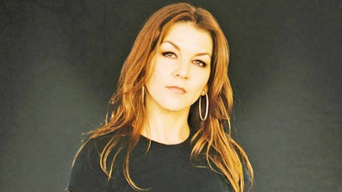 Gretchen Wilson Asks For Help, Prayers For Dear Friend | Country Music Videos