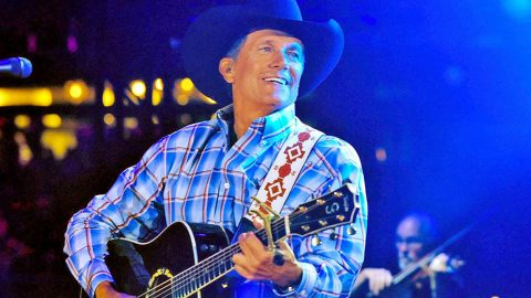 "George Strait Premieres Brand New Single, ""Cold Beer Conversation"" 