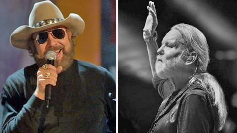 Hank Williams Jr. Pays Tribute To Good Friend Gregg Allman With Passionate 'Midnight Rider' Cover | Country Music Videos