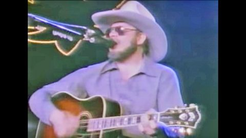 After Guitar String Breaks During Performance, Hank Jr. Proves How ...