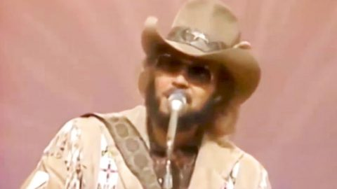 You Won't Be Able To Get Hank Jr. Off Your Mind After Watching This Performance Of His #1 Hit | Country Music Videos