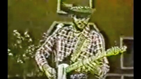 Hank Jr.'s  Guitar Pickin' To 'Sweet Home Alabama' In Rare, Vintage Footage Will Blow You Away   Country Music Videos