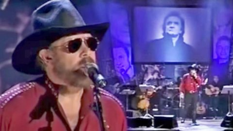 Hank Jr. Remembers Good Friend Johnny Cash With Touching Story & 'Ring Of Fire' Performance | Country Music Videos