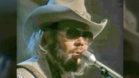 A Vulnerable Hank Williams Jr. Performs Heartbreaking Ballad 'Old Habits' | Country Music Videos