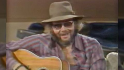 Hank Jr. Dedicates Intimate Performance Of 'All My Rowdy Friends' To Unsuspecting Guests   Country Music Videos
