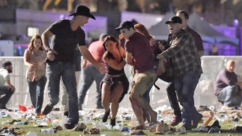 Country Star Loaned Gun To Off Duty Police Officer During Las Vegas Shooting | Country Music Videos