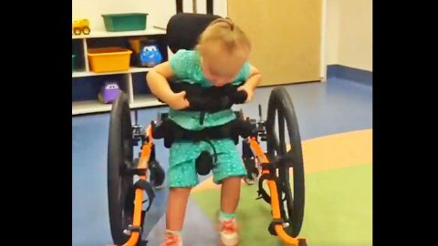Rory Feek Shares Heartwarming Video Of Indy Learning To Walk | Country Music Videos