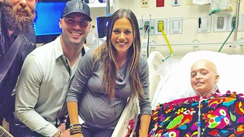 Jana Kramer Makes Young Cancer Patient's Christmas Wish Come True | Country Music Videos