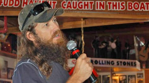Jase Robertson Reveals His Stance On Gun Control | Country Music Videos