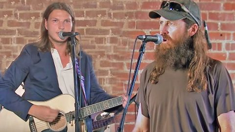 Jase Robertson's Son, Reed, Brings The Crowd To Tears With Moving Cover Of 'Hallelujah' | Country Music Videos