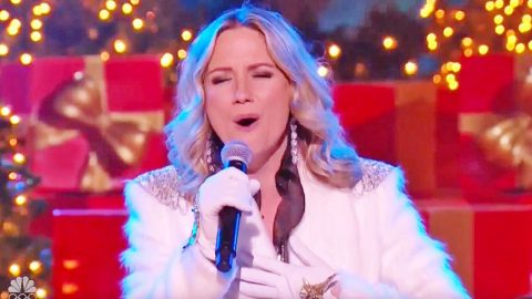 Jennifer Nettles' Charming Christmas Performance Of 'Celebrate Me Home' Will Leave You With A Smile | Country Music Videos