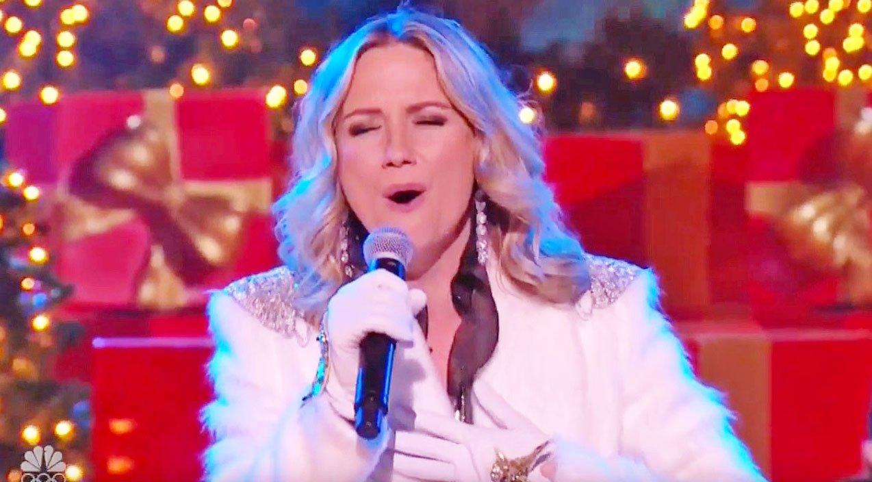 Jennifer Nettles\' Charming Christmas Performance Of \'Celebrate Me ...