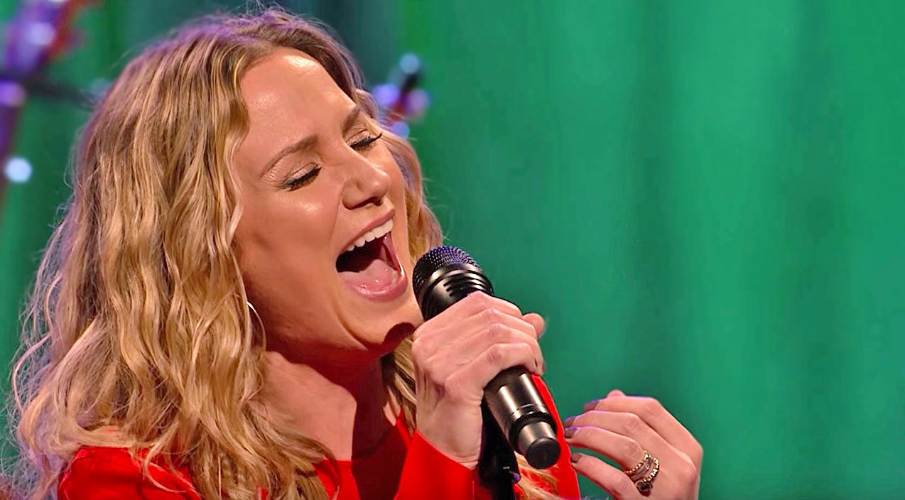 Jennifer Nettles\' Powerful Voice Shines In Astonishing \'O Holy Night ...