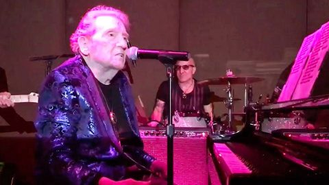 82-Year-Old Jerry Lee Lewis Rocks Into The New Year With Zippy 'Whole Lotta Shakin' Goin' On' | Country Music Videos