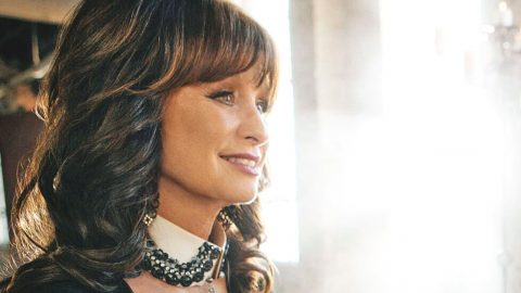 Beloved Psalms Earn Stunning Tribute On New Album From Outlaw Country's Leading Lady | Country Music Videos