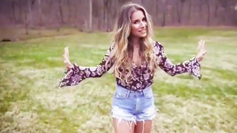 Jessie James Decker's 'Gold' Is An Alluring Blend Of Life Lessons & Sexy Southern Love | Country Music Videos