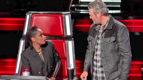 Blake Shelton & Jennifer Hudson Hilariously Go Back And Forth With Brutal Banter | Country Music Videos