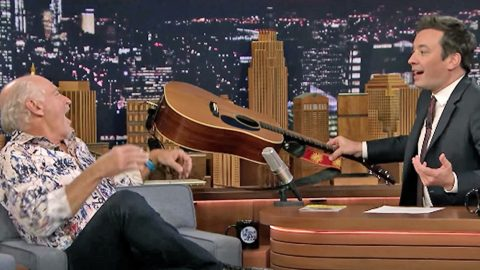 Jimmy Fallon Surprises Jimmy Buffett With Guitar For Impromptu 'Margaritaville' Sing-Along | Country Music Videos