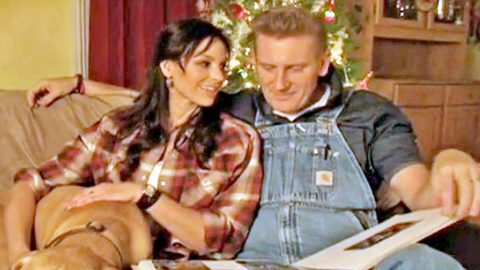 Joey + Rory Get Emotional In Original Song 'It's Christmas Time' | Country Music Videos