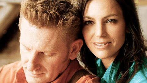 Rory Feek Reveals He Has Coffee Every Morning With Joey Since Her Passing | Country Music Videos