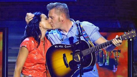 Joey Feek Of Joey + Rory Duo Stays Strong As Cancer Battle Begins Again   Country Music Videos