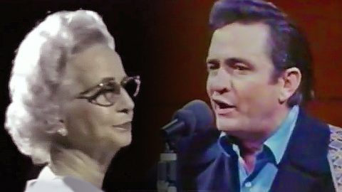 "Johnny Cash Shares Precious Duet With His Mother, Singing ""The Unclouded Day"" 