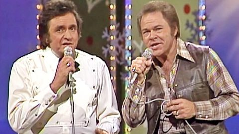 Footage Of Johnny Cash & Roy Clark's Magical Christmas Medley Resurfaces | Country Music Videos