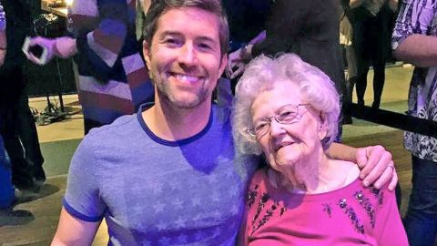 Josh Turner's 98-Year-Old Grandma Gives Impromptu Grand Ole Opry Performance | Country Music Videos
