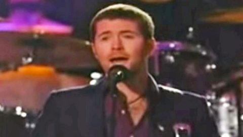 Josh Turner Honors Fallen Troops With Wholehearted Performance Of 'Always On My Mind' | Country Music Videos