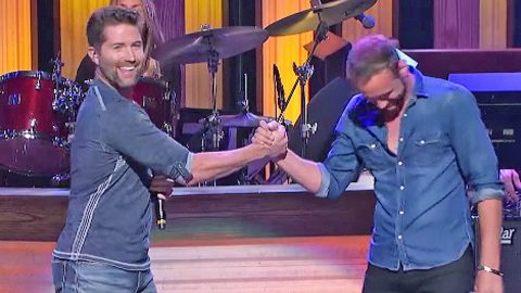 Unsuspecting Country Singer Gets The Surprise Of A Lifetime By His Idol, Josh Turner | Country Music Videos
