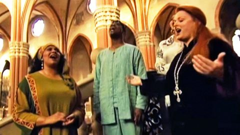 Wynonna Judd Touches Viewers With Incredibly Powerful Christian Hymn | Country Music Videos