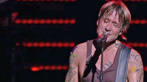 Keith Urban Silences Audience With Tear-Jerking Tribute To Orlando Victims | Country Music Videos
