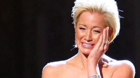 Kellie Pickler Cries Mid-Performance Singing 'I Wonder' At 2007 CMA Awards   Country Music Videos