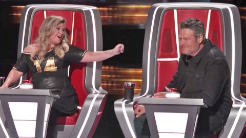 She Said What?! Kelly Clarkson Reveals How She Gets Blake Shelton's Manager To Root For Her | Country Music Videos