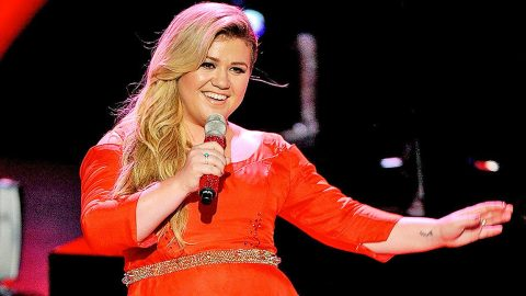 Kelly Clarkson Reveals Who She Wants To Win 'American Idol' | Country Music Videos