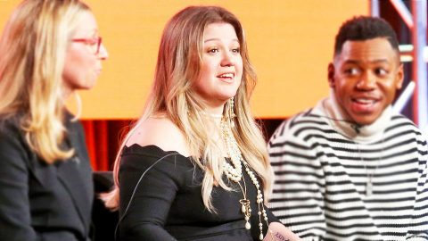 Kelly Clarkson Spills The Beans On Why She's On 'The Voice' And Not 'American Idol' | Country Music Videos