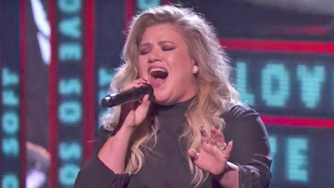Kelly Clarkson Graces 'America's Got Talent' Finale With Flirtatious New Single | Country Music Videos
