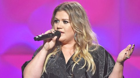 Kelly Clarkson Reveals Her Family Home Was Robbed | Country Music Videos