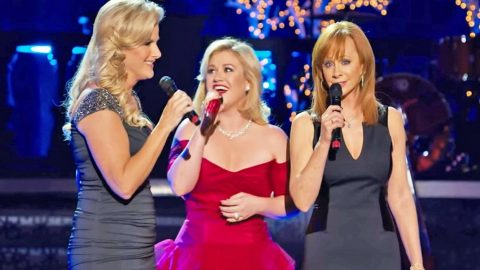 Country's Legendary Ladies Deliver A Breathtaking 'Silent Night' | Country Music Videos