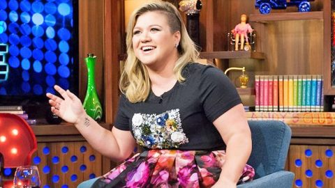 Kelly Clarkson Makes Return To Television | Country Music Videos