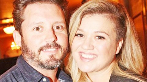 Ever Wonder How Kelly Clarkson & Her Husband Met? The Answer May Surprise You | Country Music Videos