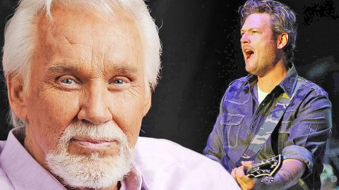 Blake Shelton Honors Kenny Rogers With Energetic 'The Gambler' Performance   Country Music Videos