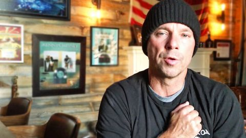 Kenny Chesney Issues Emotional Statement To Those Affected By Tennessee Fires | Country Music Videos
