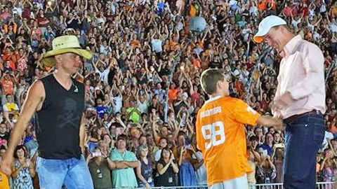 Kenny Chesney Brings NFL Star Peyton Manning On Stage To Give Young Fan The Gift Of A Lifetime | Country Music Videos