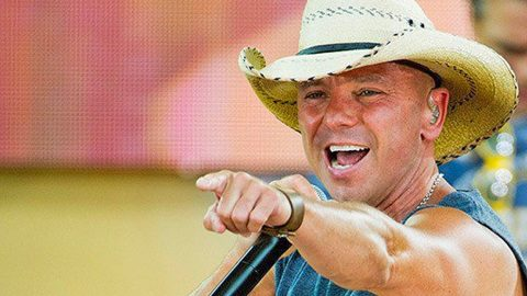 Fans Shocked When Kenny Chesney Brings Superstar Guest On Stage For EPIC Duet | Country Music Videos