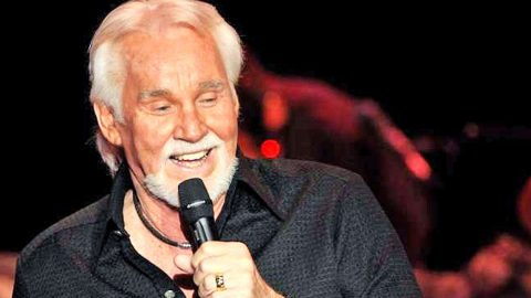 You Won't Believe Who Kenny Rogers Is Taking With Him On His Last Tour! | Country Music Videos