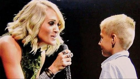 Carrie Underwood Kindly Invites Remarkable Little Boy On Stage To Sing With Her | Country Music Videos