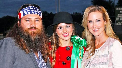 Sadie Robertson Wishes Her Parents Happy Anniversary In Hilarious Text Conversation | Country Music Videos